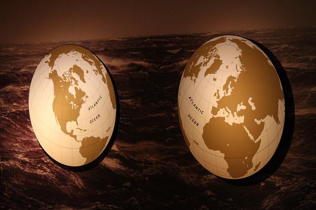 Sier uw woonkamer op met een houten wereldkaart